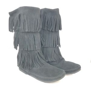 Minnetonka Black 3 Layer Fringe Boots Size 8